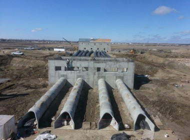 Devils Lake Outlet Pipe with Pump Station